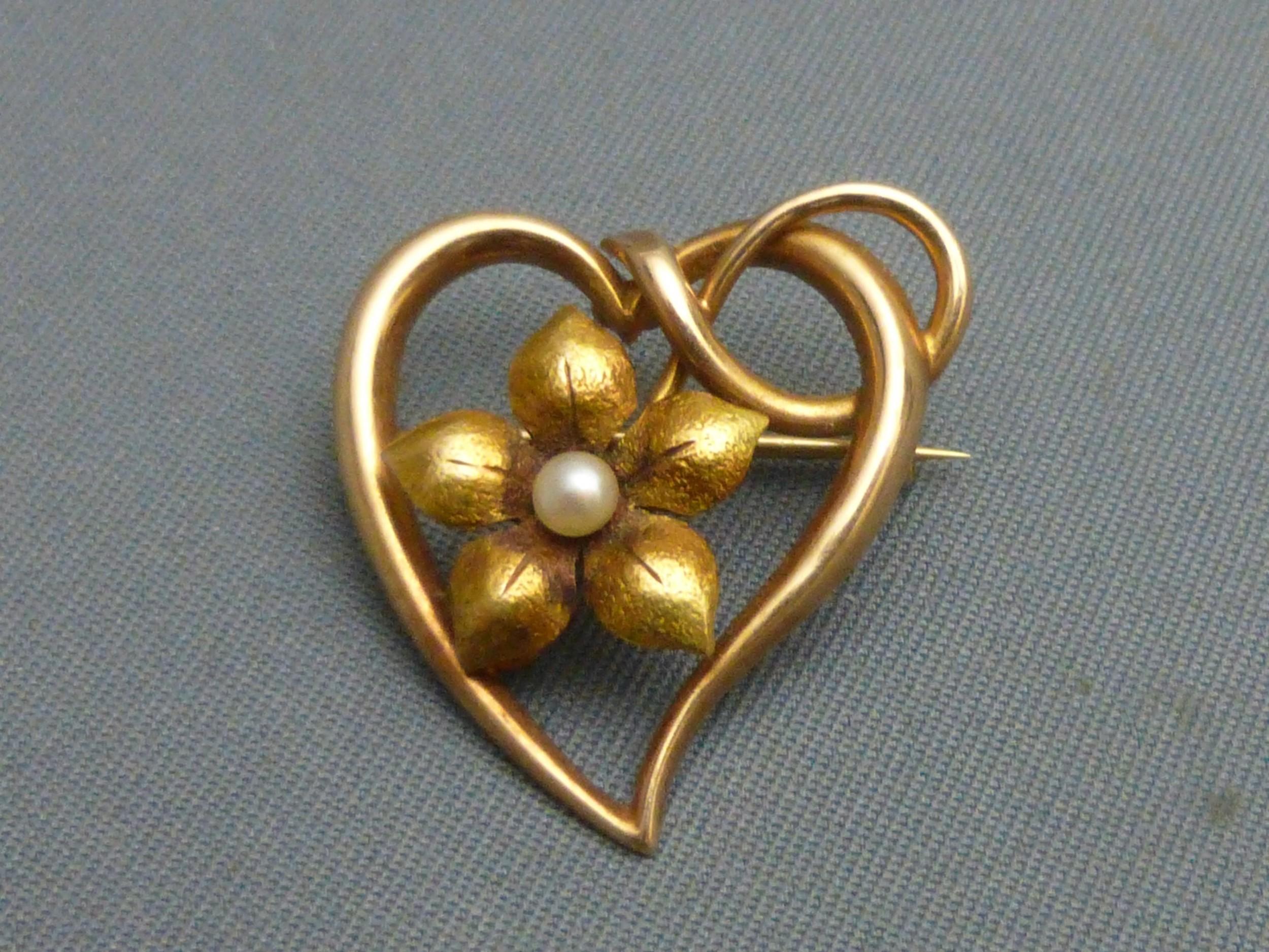 edwardian 15ct gold pearl brooch