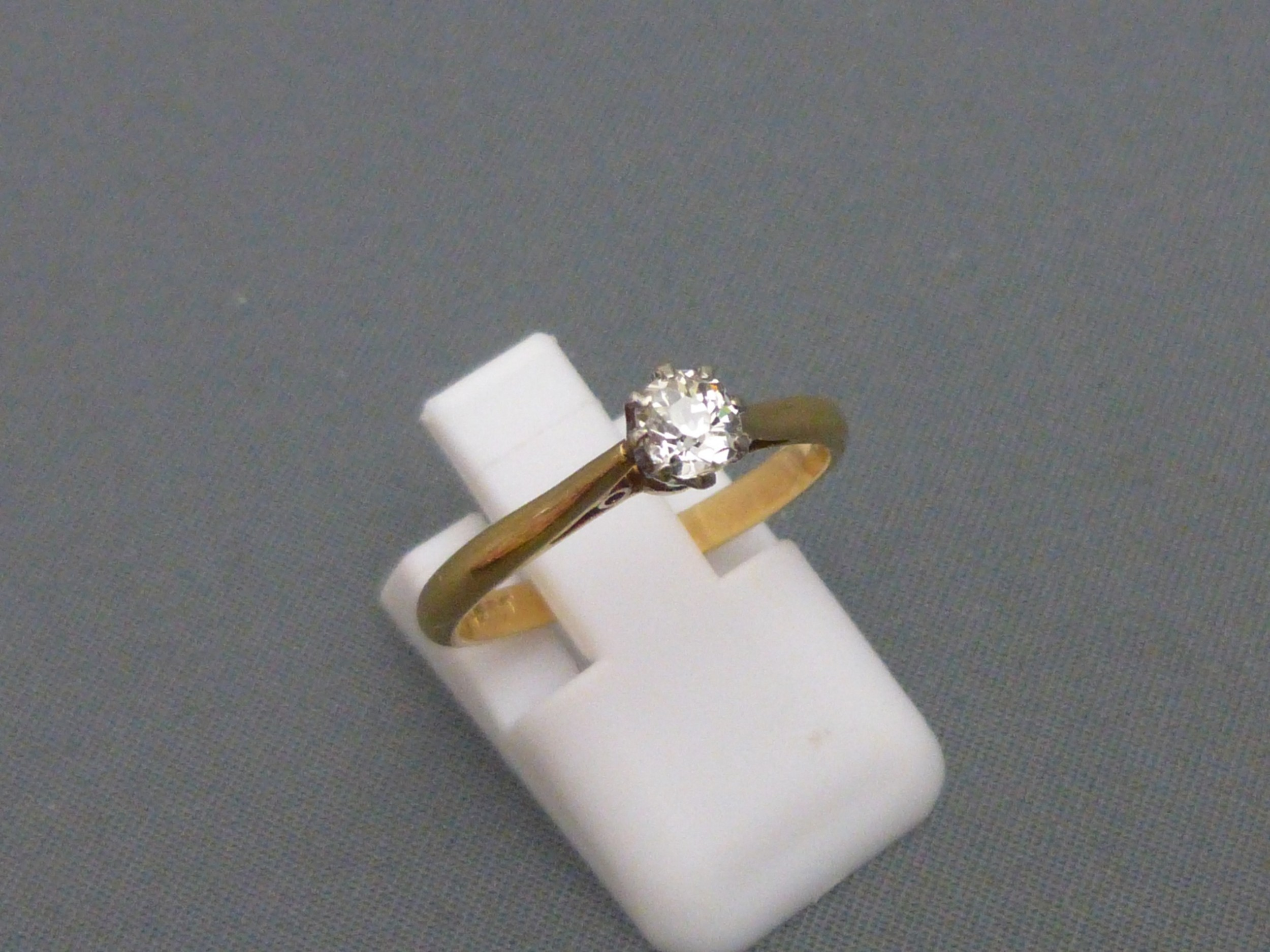 1930s 18ct gold and diamond solitaire ring