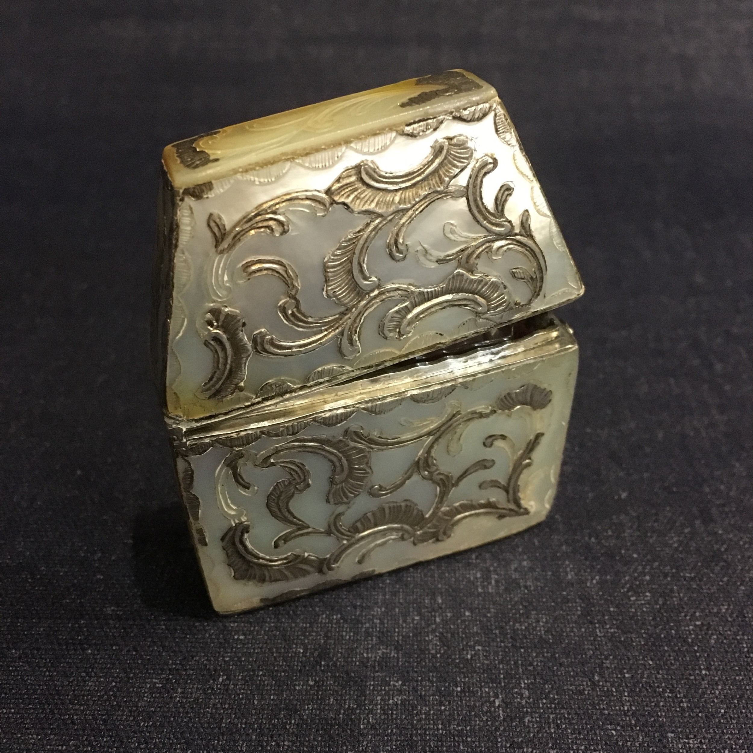 exquisite mother of pearl travelling scent case c1820
