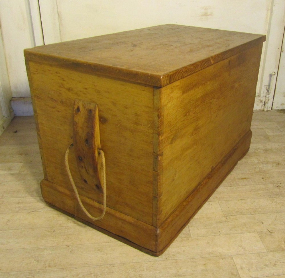 Victorian Pine Coffee Table: Large Victorian Pine Carpenters Box Or Sea Chest Coffee