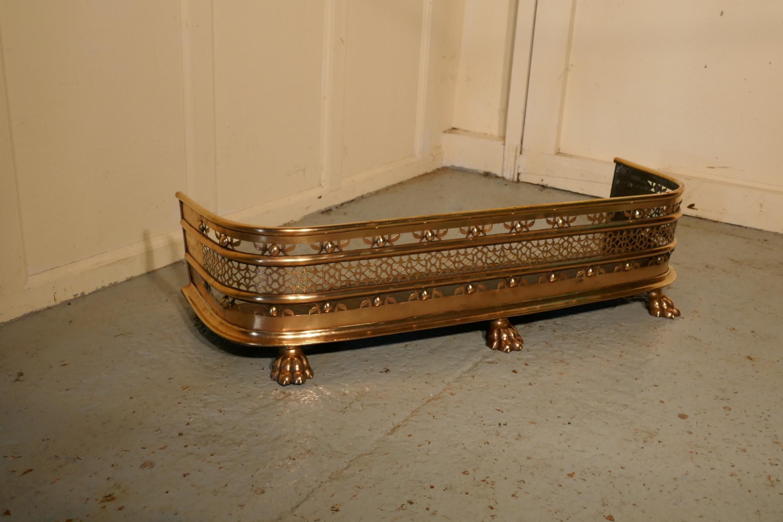 fine quality victorian pierced brass fender