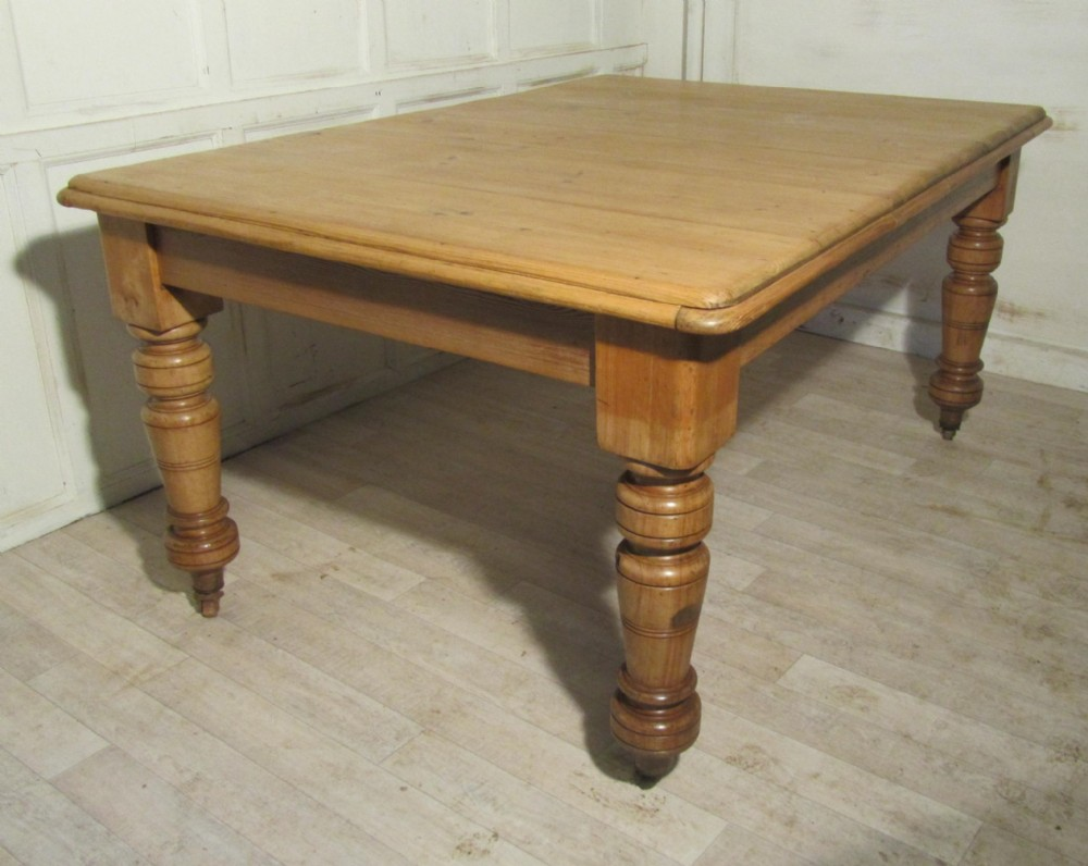 Large rustic victorian pine kitchen table 261205 for Kitchen table