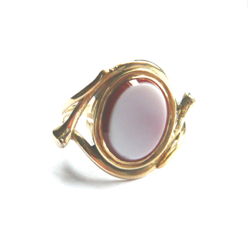 victorian 9ct gold snake sardonyx ring