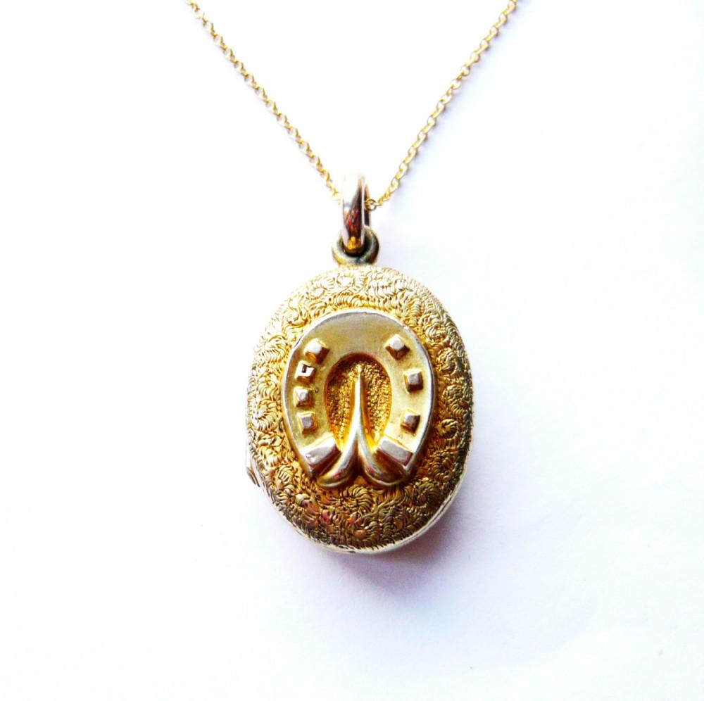 victorian 9ct gold back front horseshoe locket