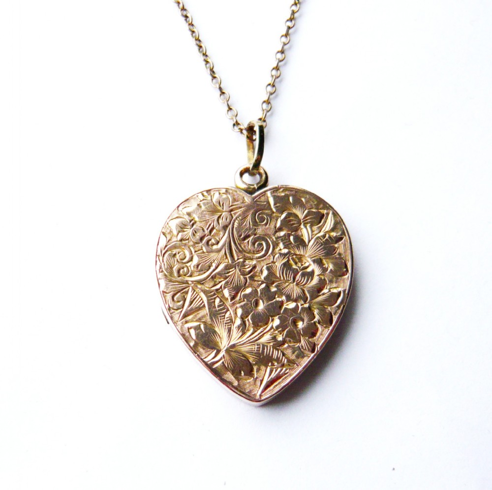 victorian 9ct gold chased floral heart locket