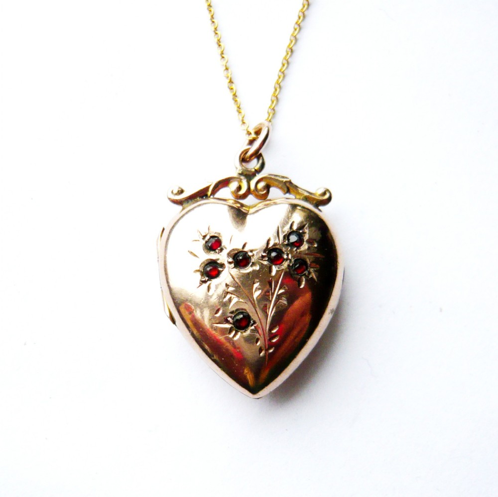 late victorian 9ct gold back front heart locket
