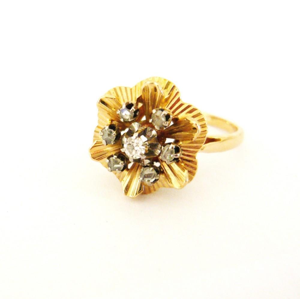 vintage 18kt gold retro diamond flower ring