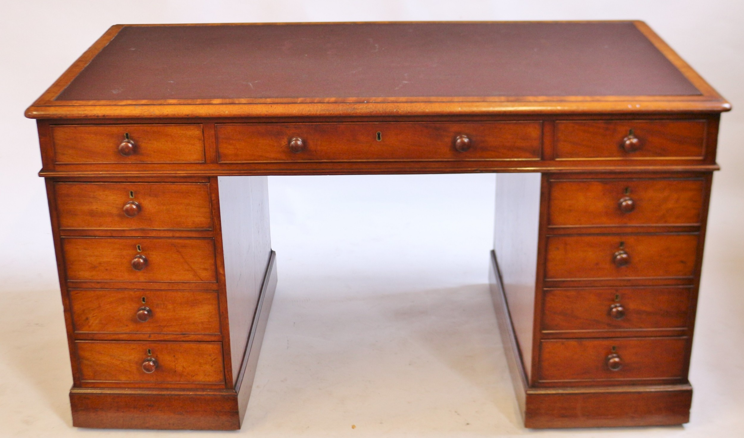early 19c mahogany 3 part 11 drawer kneehole desk