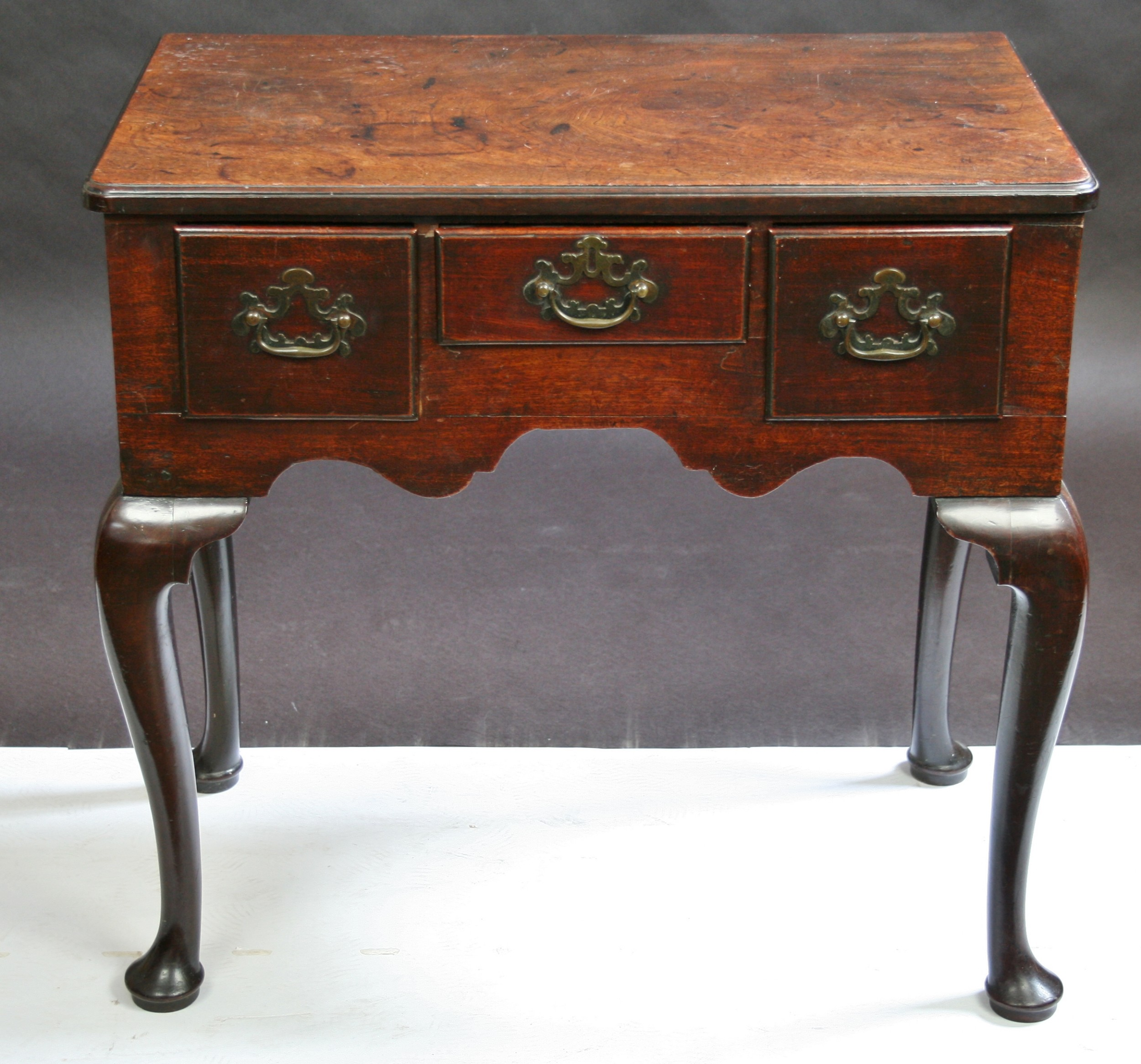 a fine georgeii mahogany 3 drawer lowboy side table