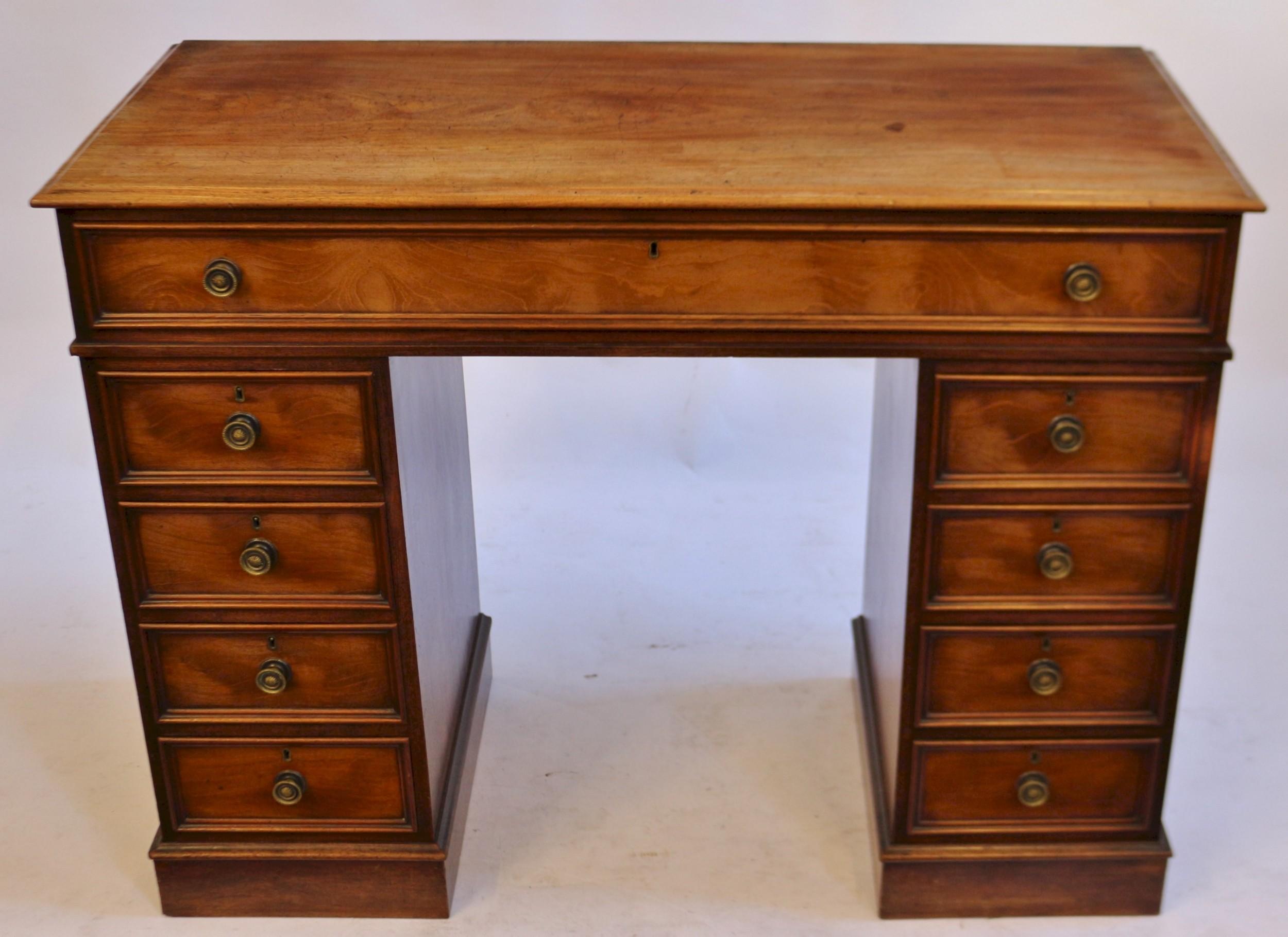 good quality victorian mahogany 9 drawer kneehole desk