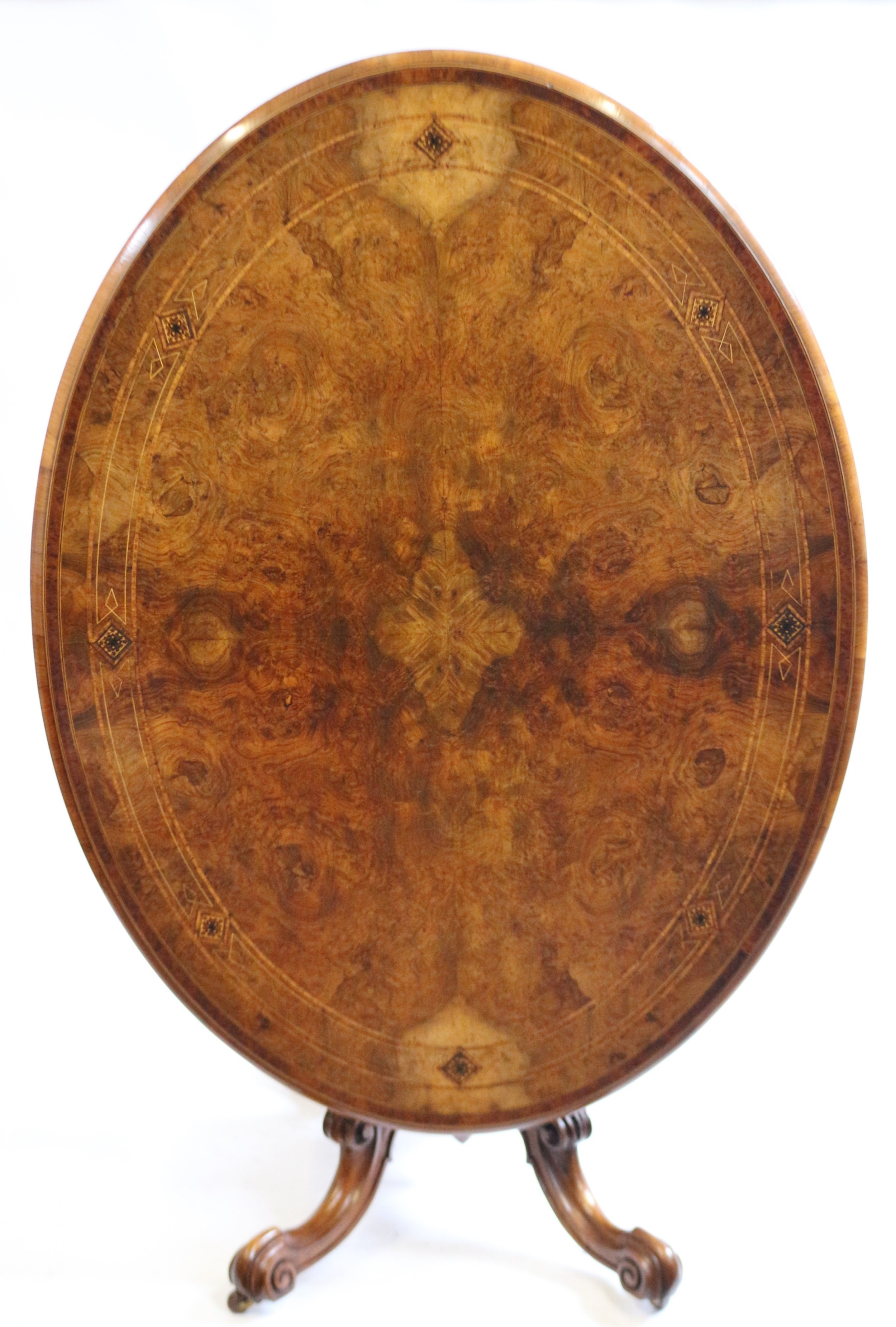 fine quality victorian figured walnut oval loo table
