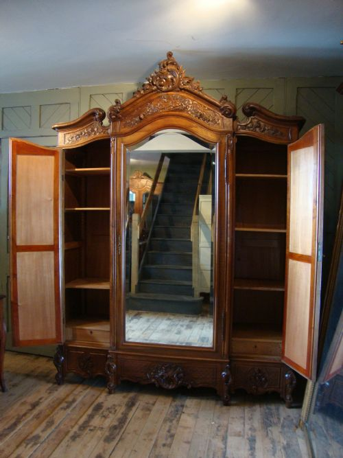 French Louis Xv Style Triple Door Armoire 185108
