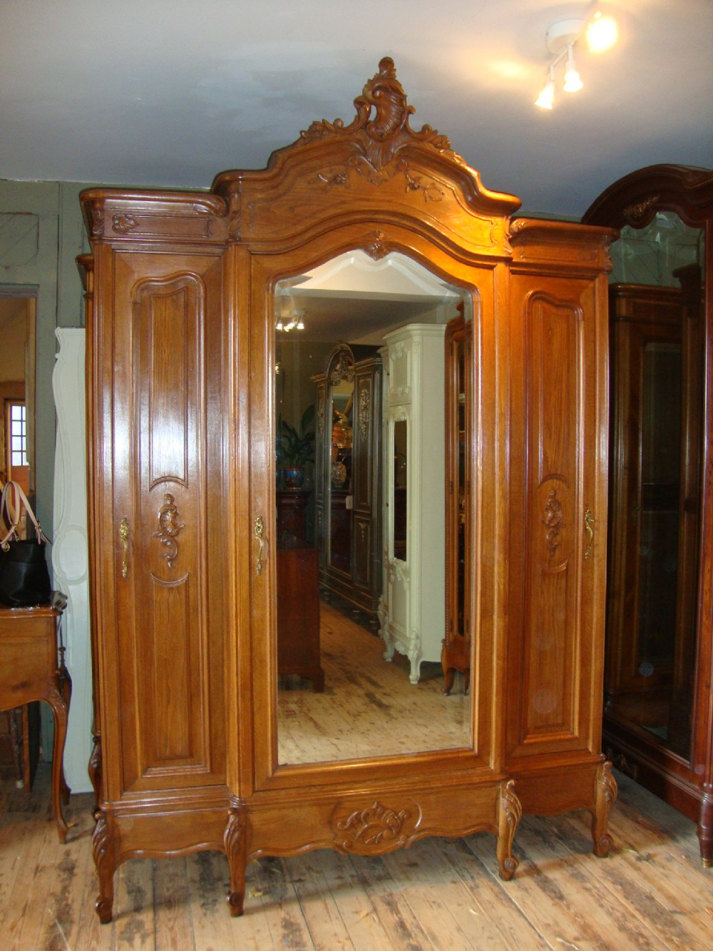 French louis xv style triple door armoire for Chambre style louis xv