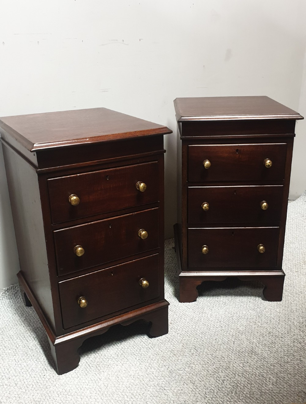 pair mahogany bedside chests of drawers