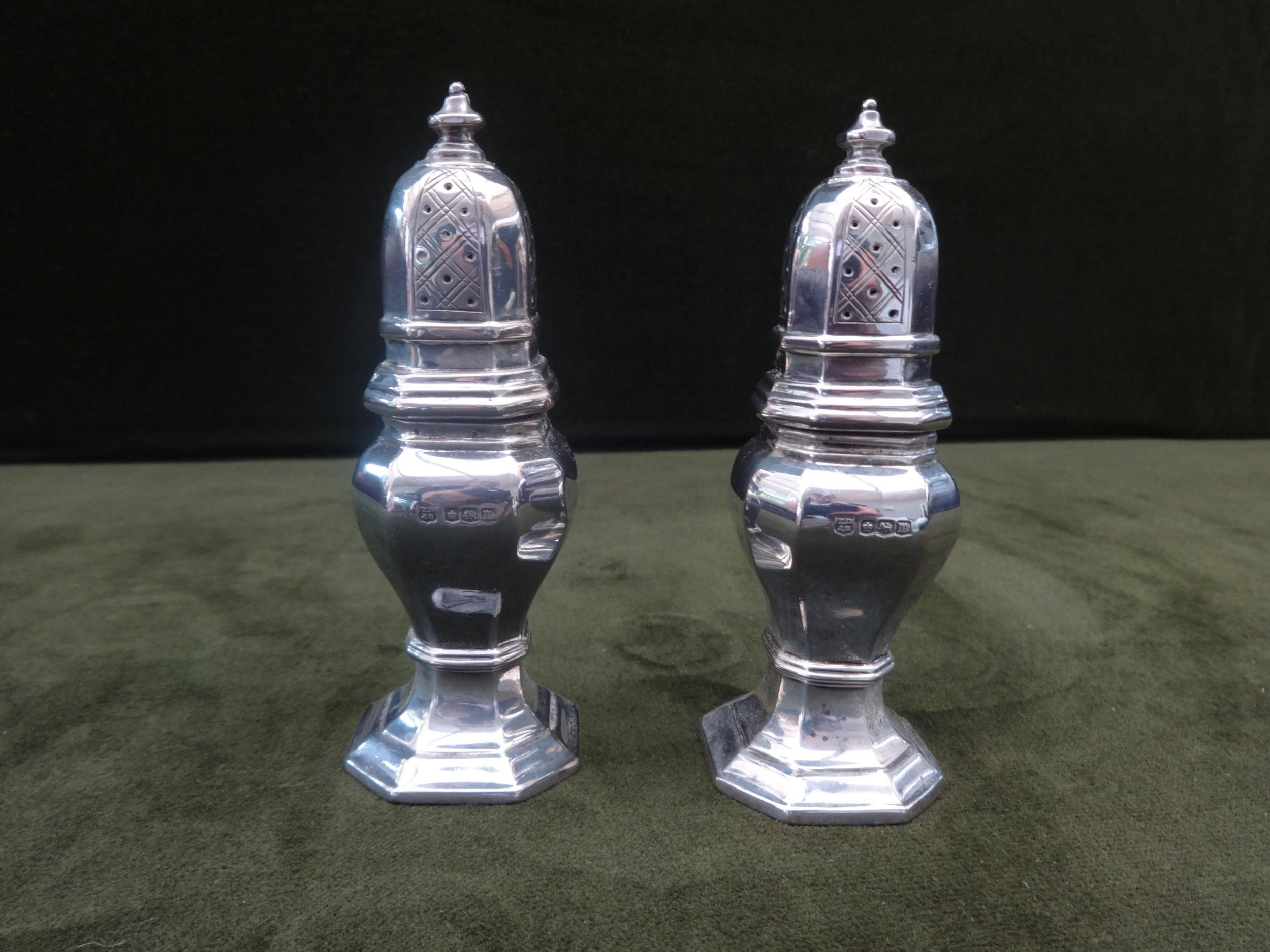nice pair octagonal silver peppers sheffield 'thomas bradbury son'