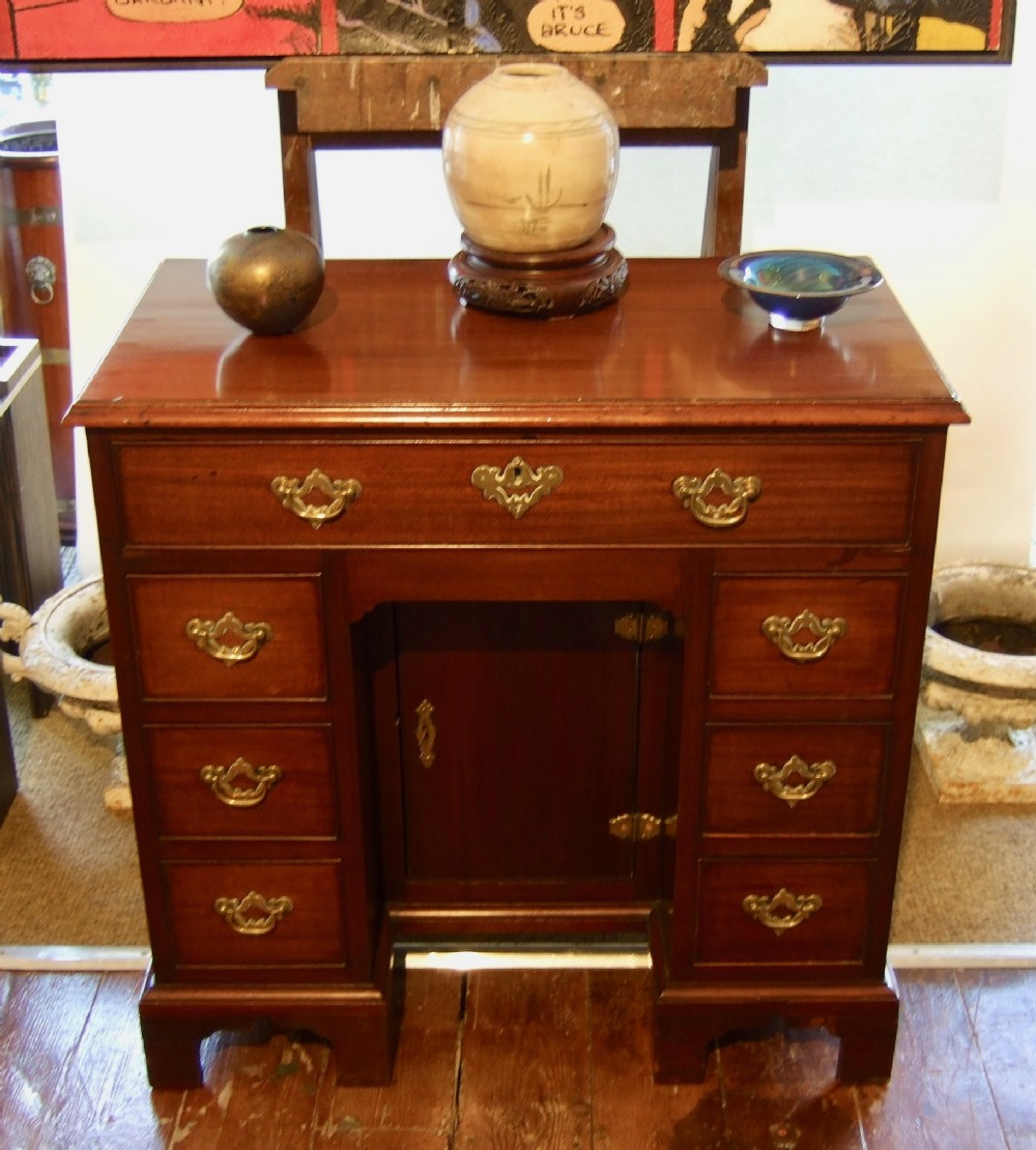 mahogany kneehole desk 18thc