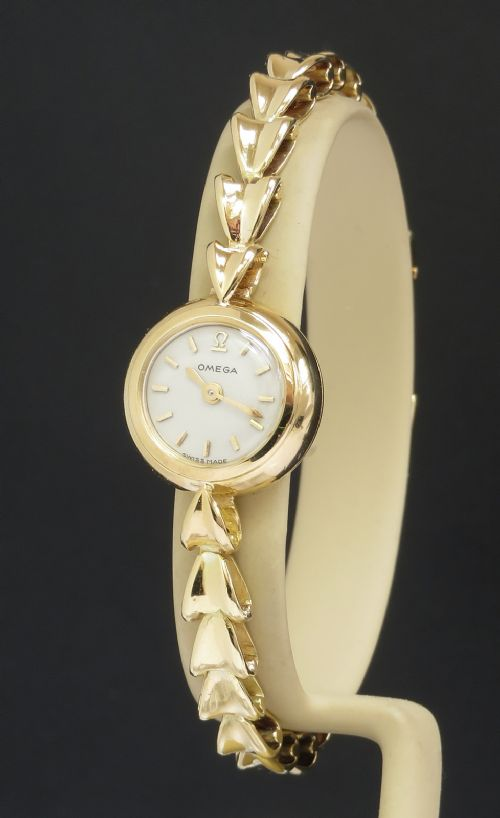 solid 18ct gold omega backwinder ladies cocktail watch c1951