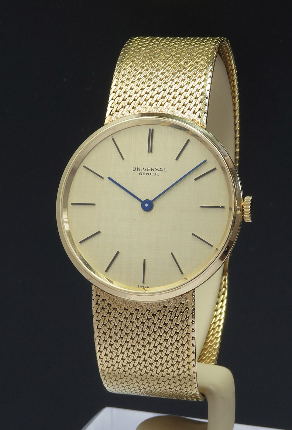 solid 18ct gold universal geneve slimline dress watch with box and papers c1965