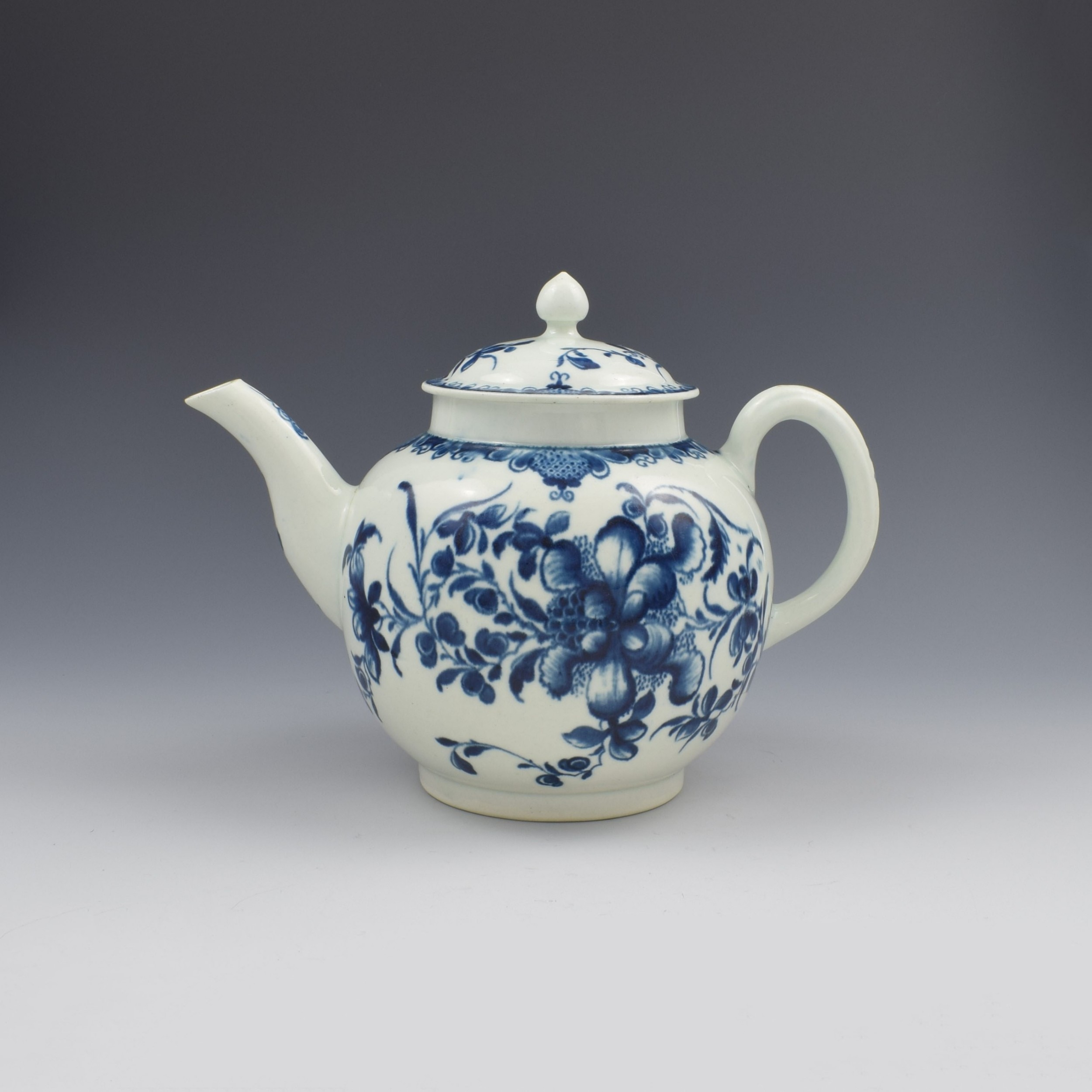 large first period worcester porcelain mansfield pattern teapot c1775