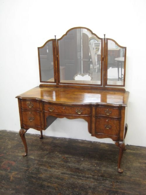 Beautiful Queen Anne Style Walnut Dressing Table