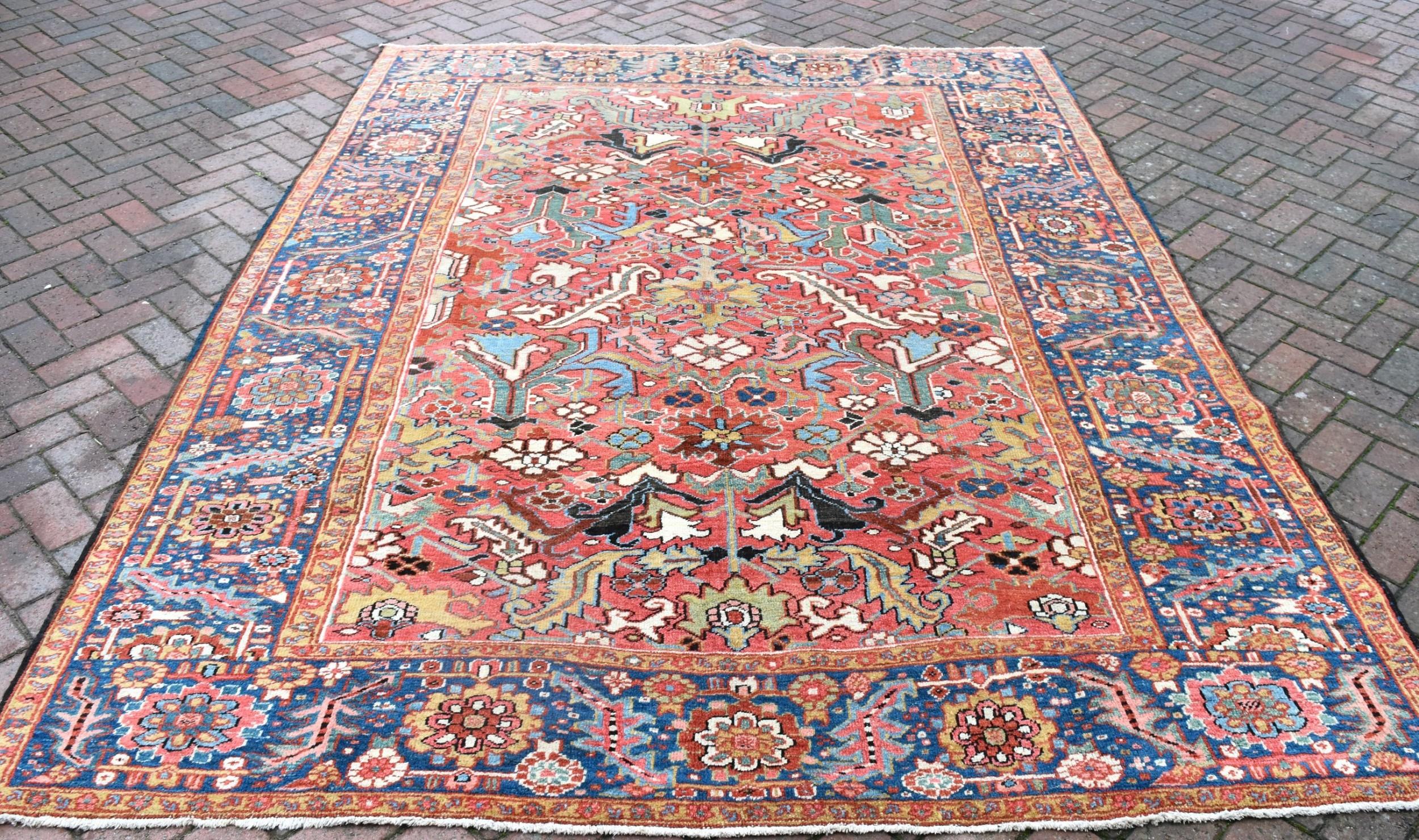 antique heriz carpet 293x224cm