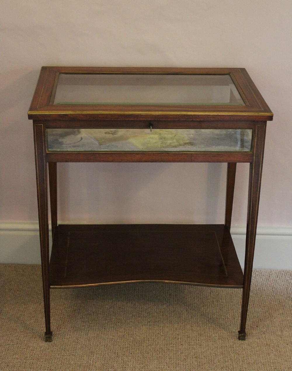 A good quality french brass inlaid mahogany vitrine for Table vitrine