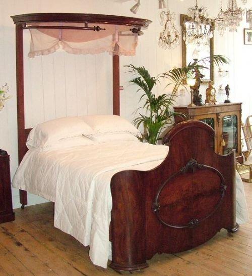 Victorian Mahogany Queen Size Half Tester Bed .   13979