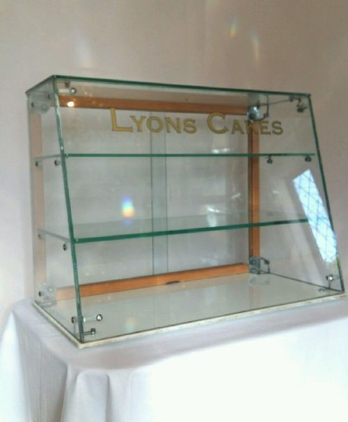Lyons Cakes Glass Counter Top Display Cabinet