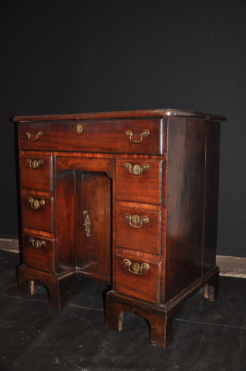 george 1st mahogany kneehole desk