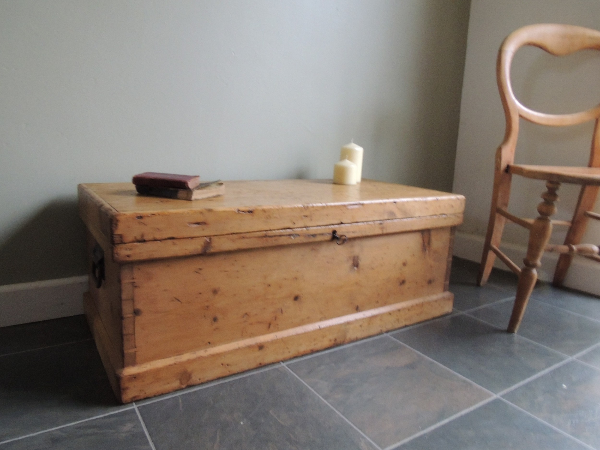 lovely rustic solid pine victorian blanket box with key