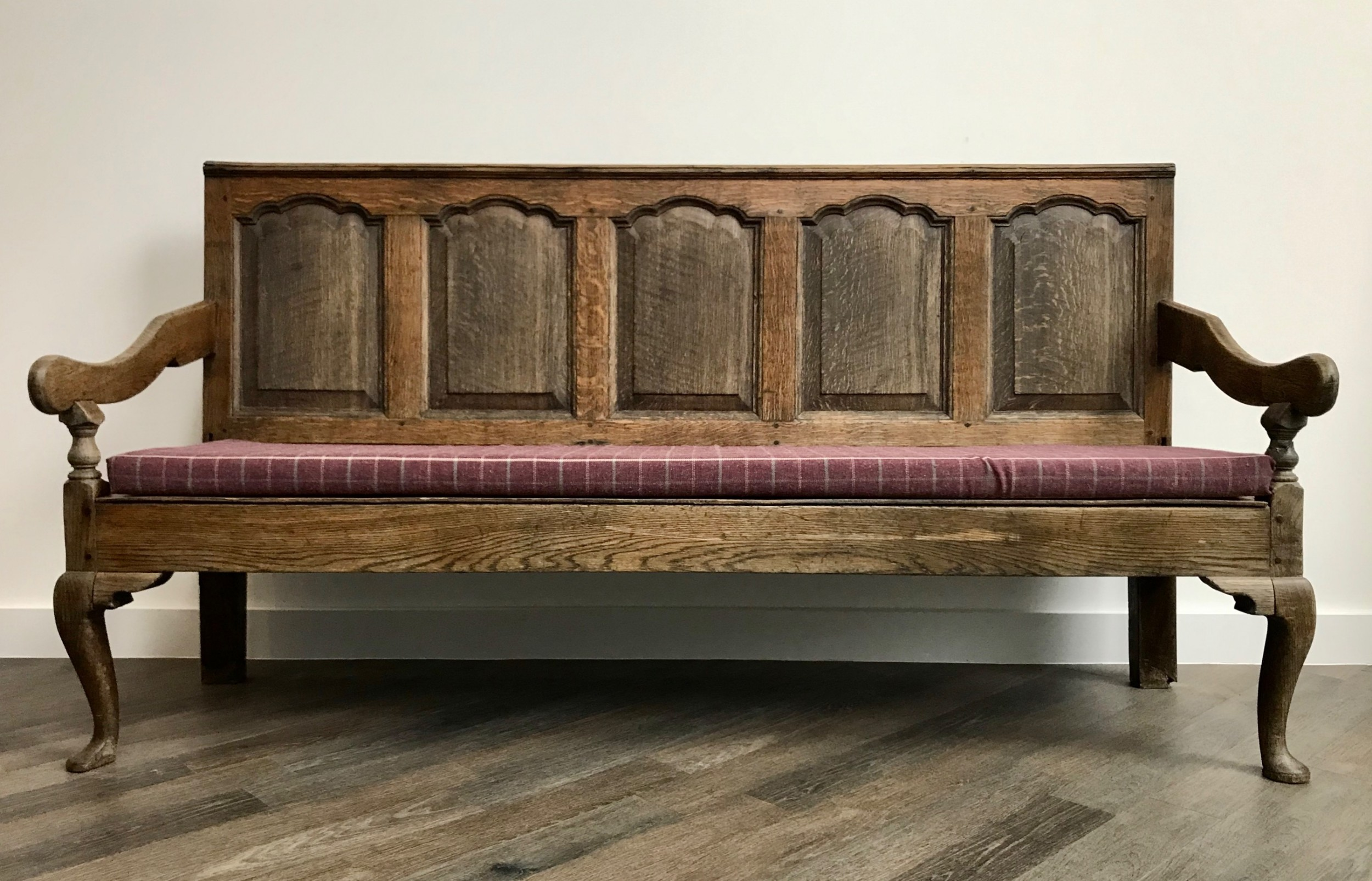 a very handsome georgian oak panelled settle with modern checked wool seat cushion 18th century english furniture