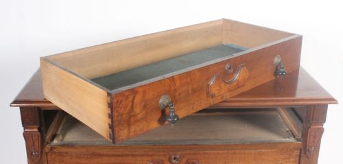 Ivy Antiques Marshfield South Gloucestershire United Kingdom Tel: 07718 307 825 Int'l Tel: +44 7718 307 825  VIEW STOCK PAGE, oak chest, shipping chest