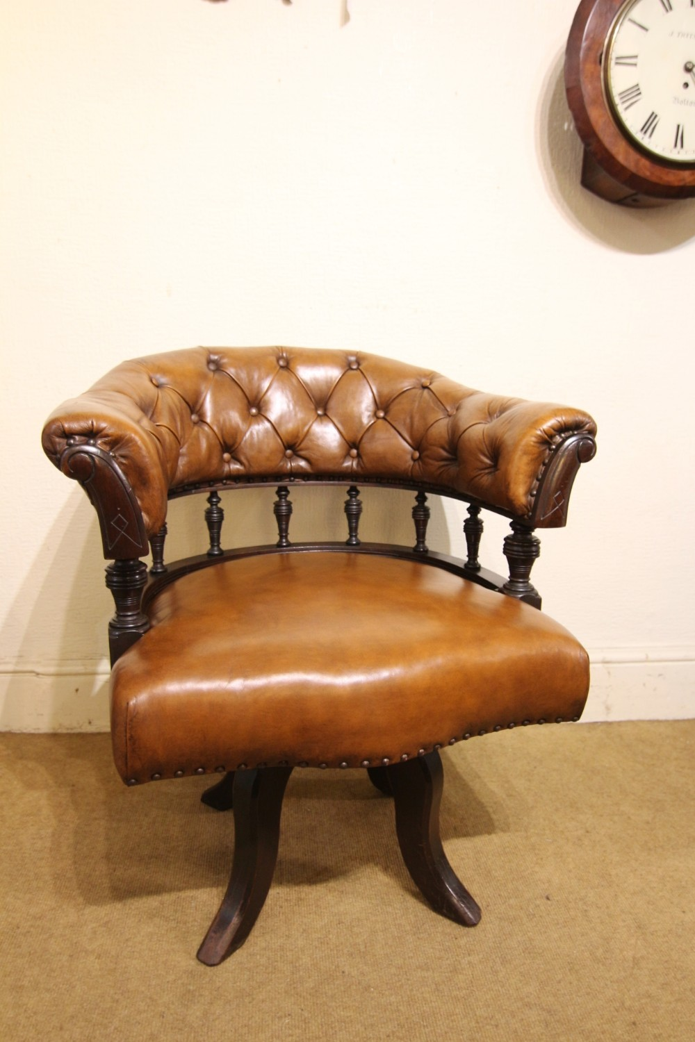 victorian mahogany buttoned back leather libraray chair