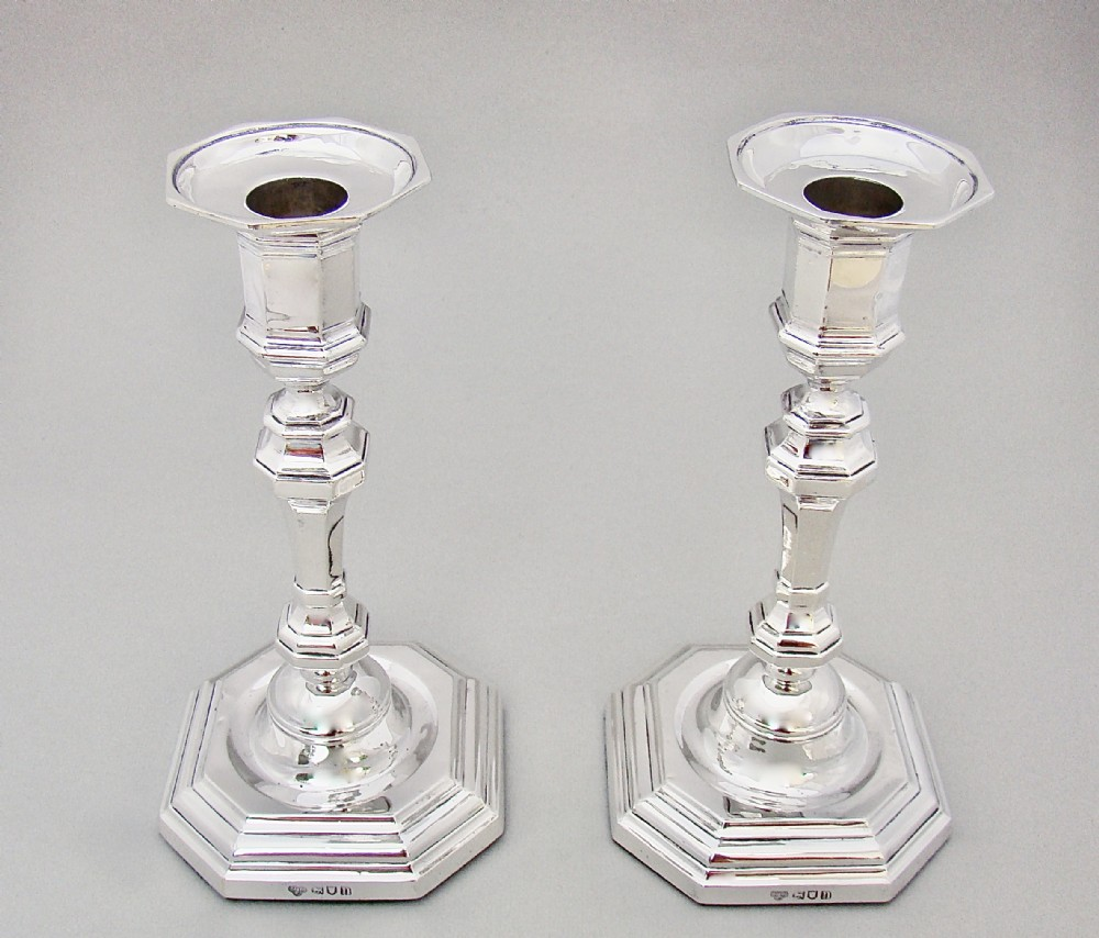 fabulous pair of georgian revival solid silver candlesticks by the goldsmiths silversmiths london 1908
