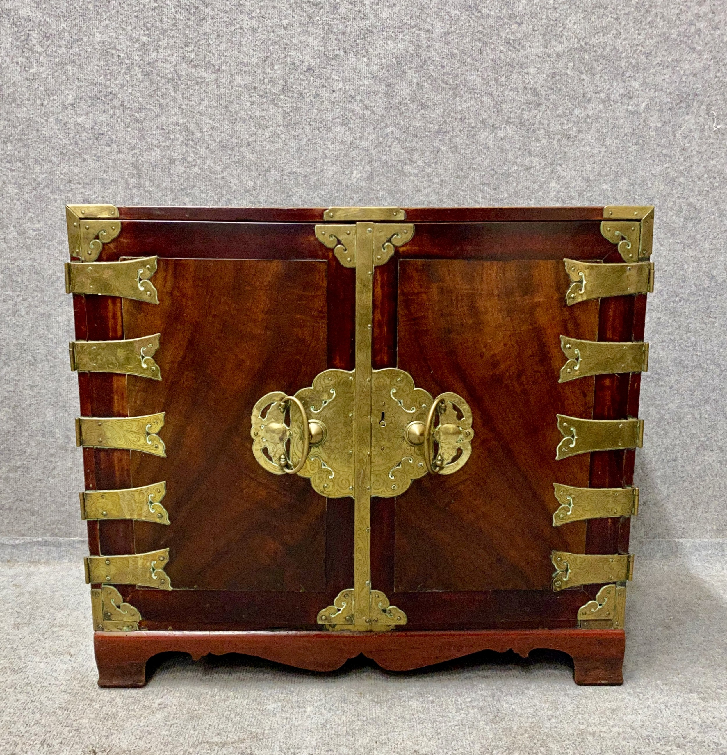 good chinese floor or table cabinet