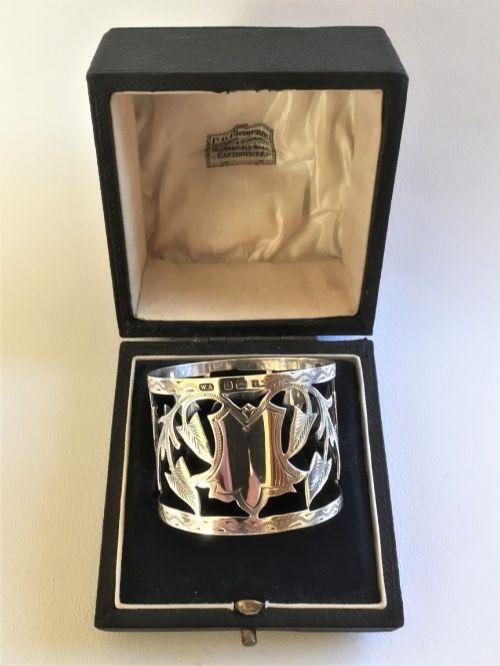 a superior edwardian boxed silver napkin ring
