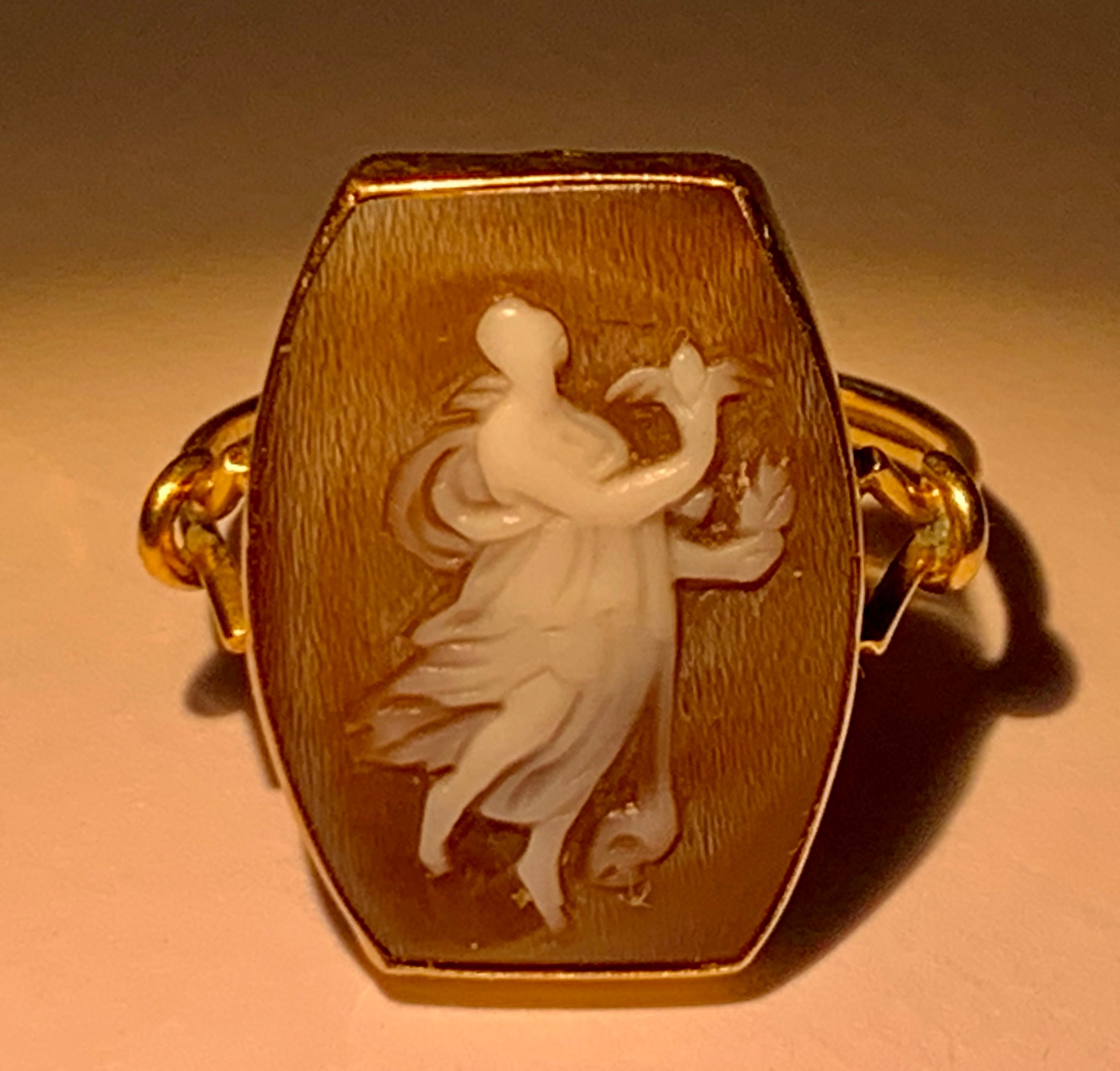 a fine quality victorian 9ct gold carved shell cameo ring