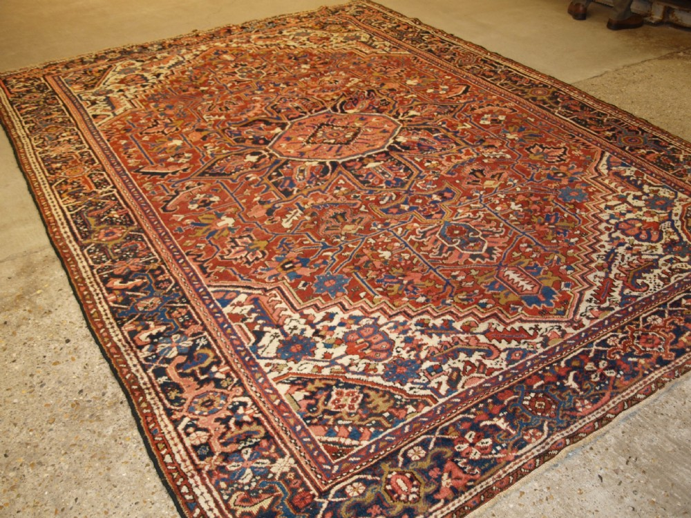antique persian heriz carpet medallion design soft colours ideal furnishing carpet circa 1920