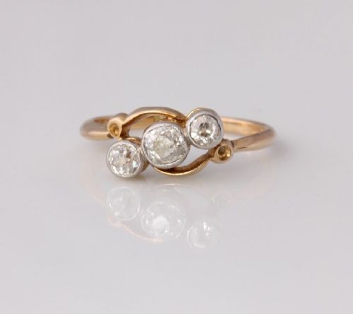 18ct gold old cut 035ct natural diamond three stone crossover ring size k