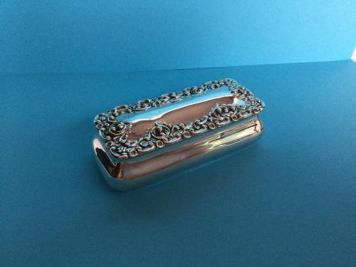 a fine edwardian silver snuff box