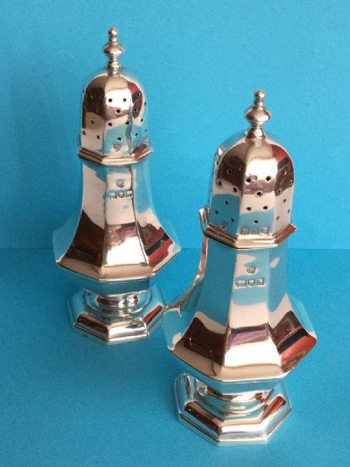 a fine pair of edwardian silver pepper pots edward barnard