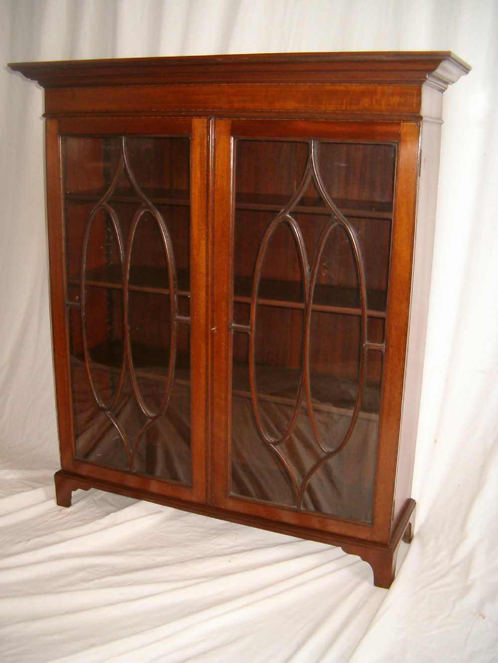 pretty mahogany bookcase 244697