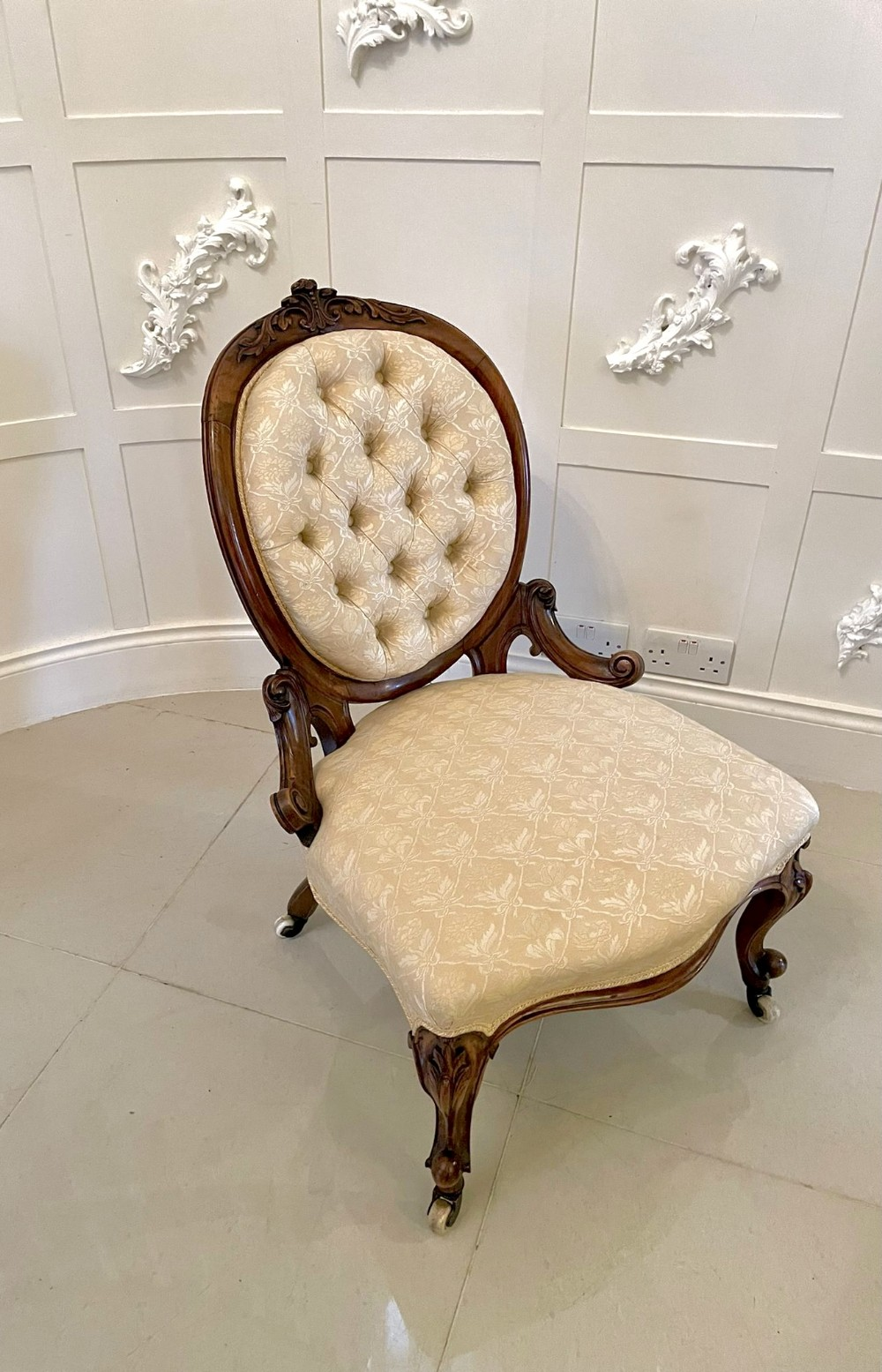 superb quality antique victorian carved walnut ladies chair