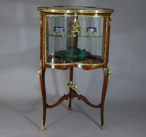 Late 19thc French Trefoil Shaped Vitrine Table  143518  Sellingantiquescouk -> Table Centrale Vitrine