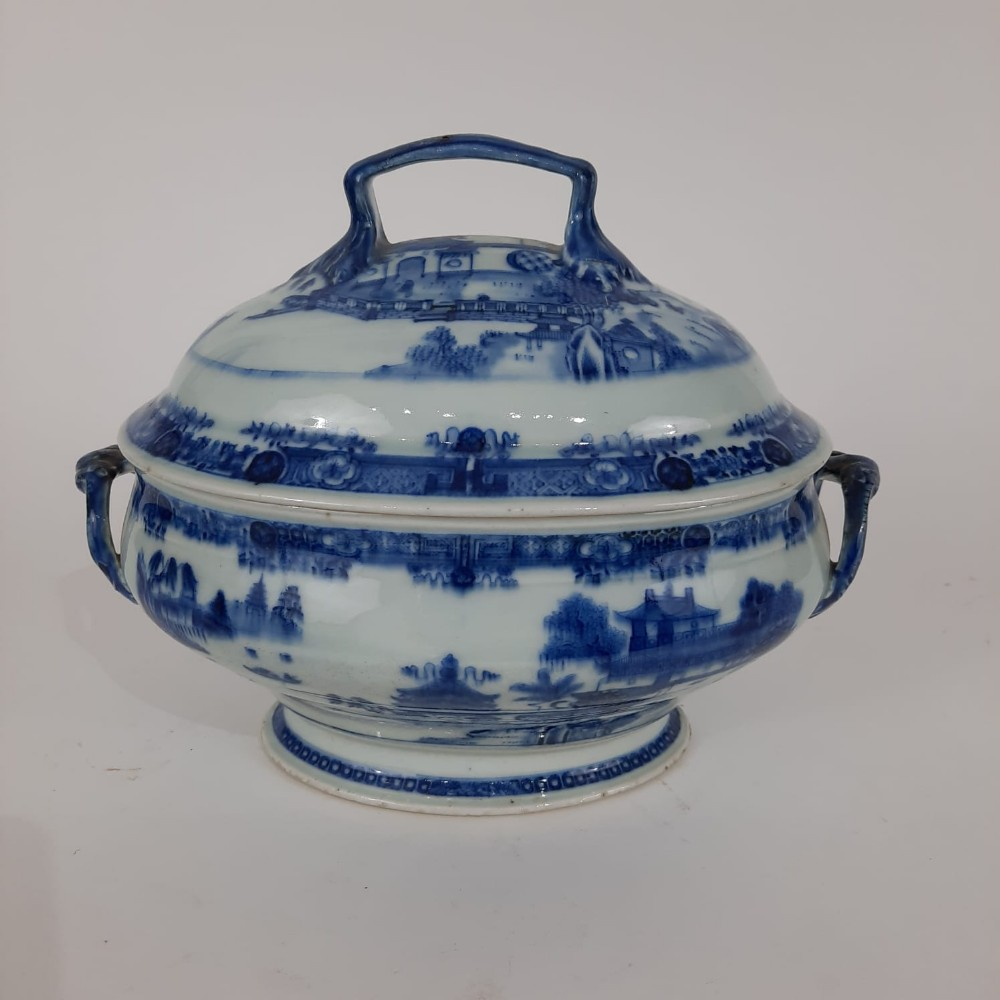 chinese blue and white tureen