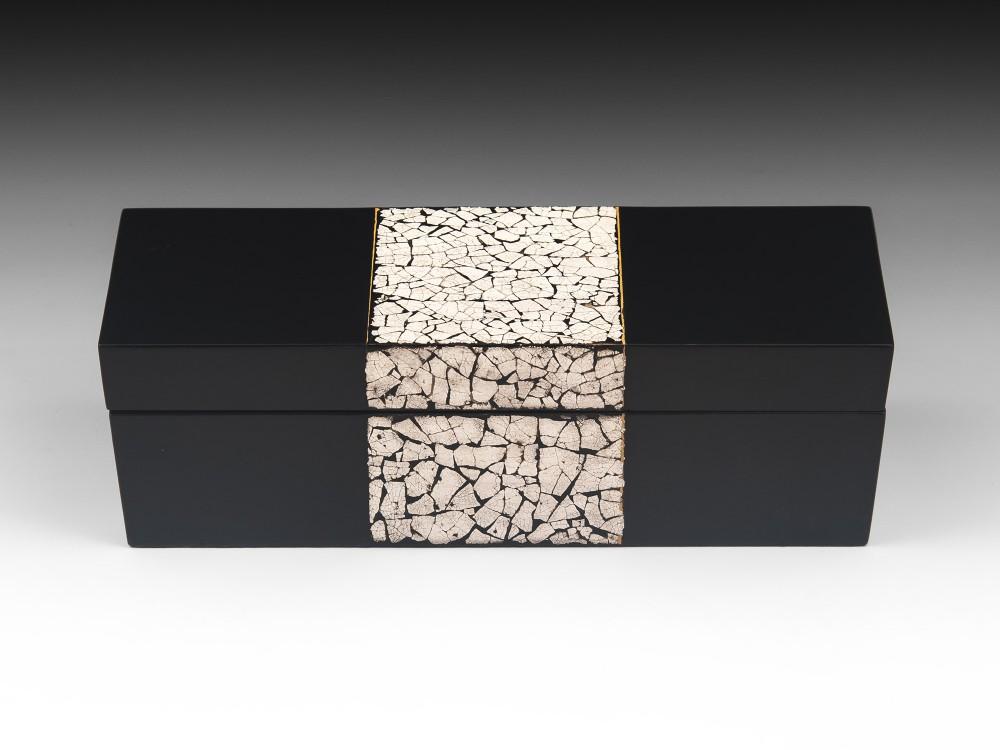 black lacquer coquille d'oeuf cigarette box