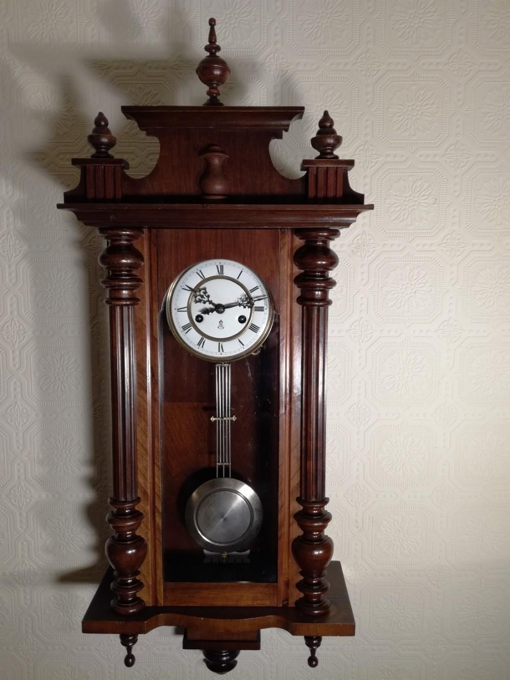 Антикварные настенные часы с боем