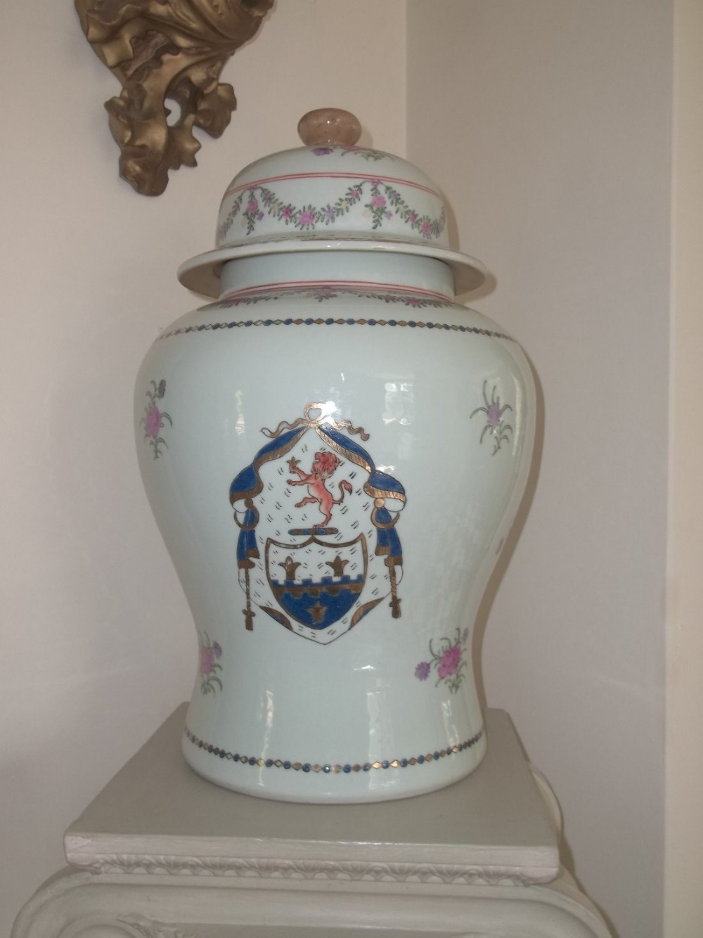 large armorial porcelain ginger jar with lid