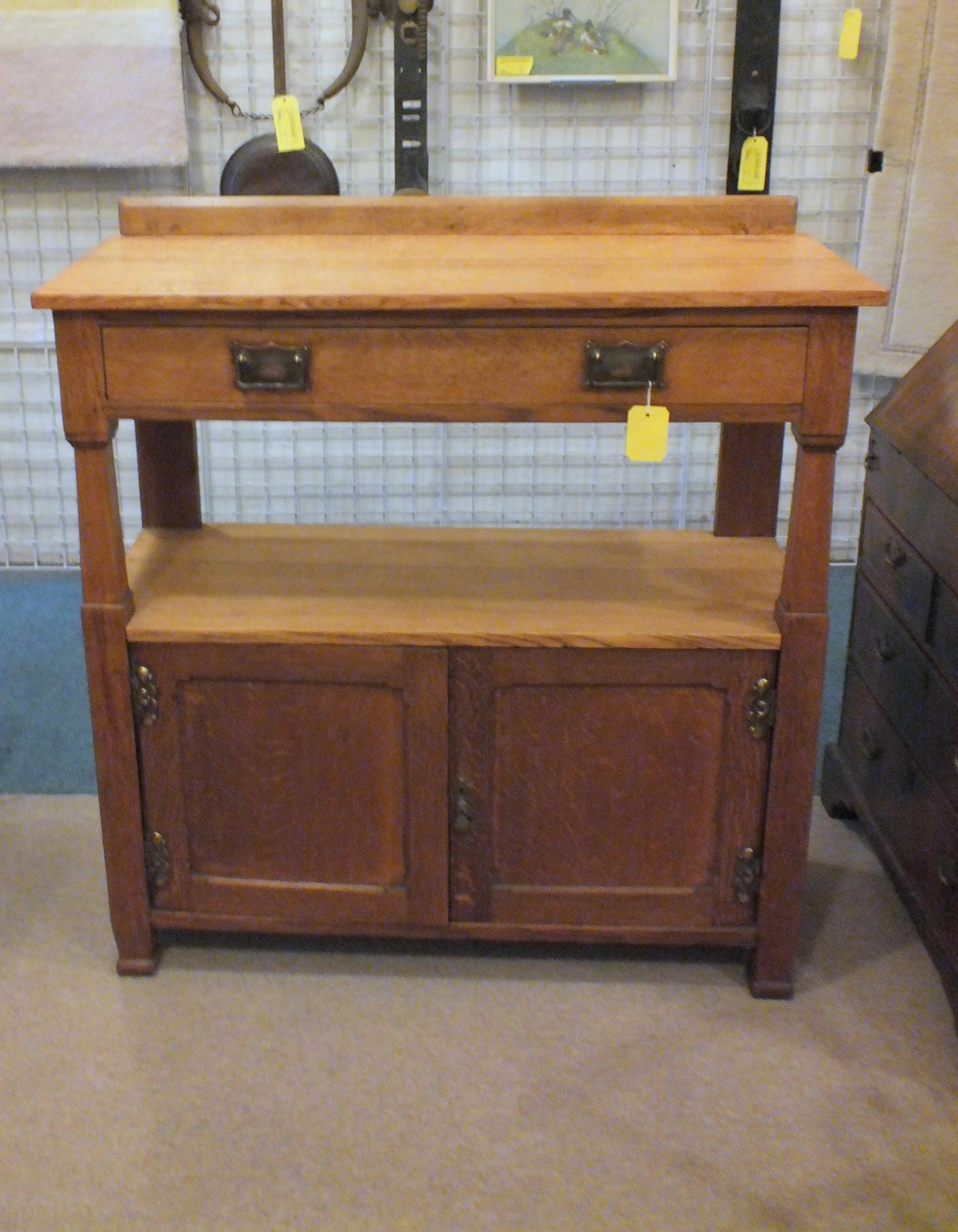 Oak Side Table: Sellingantiques.co.uk