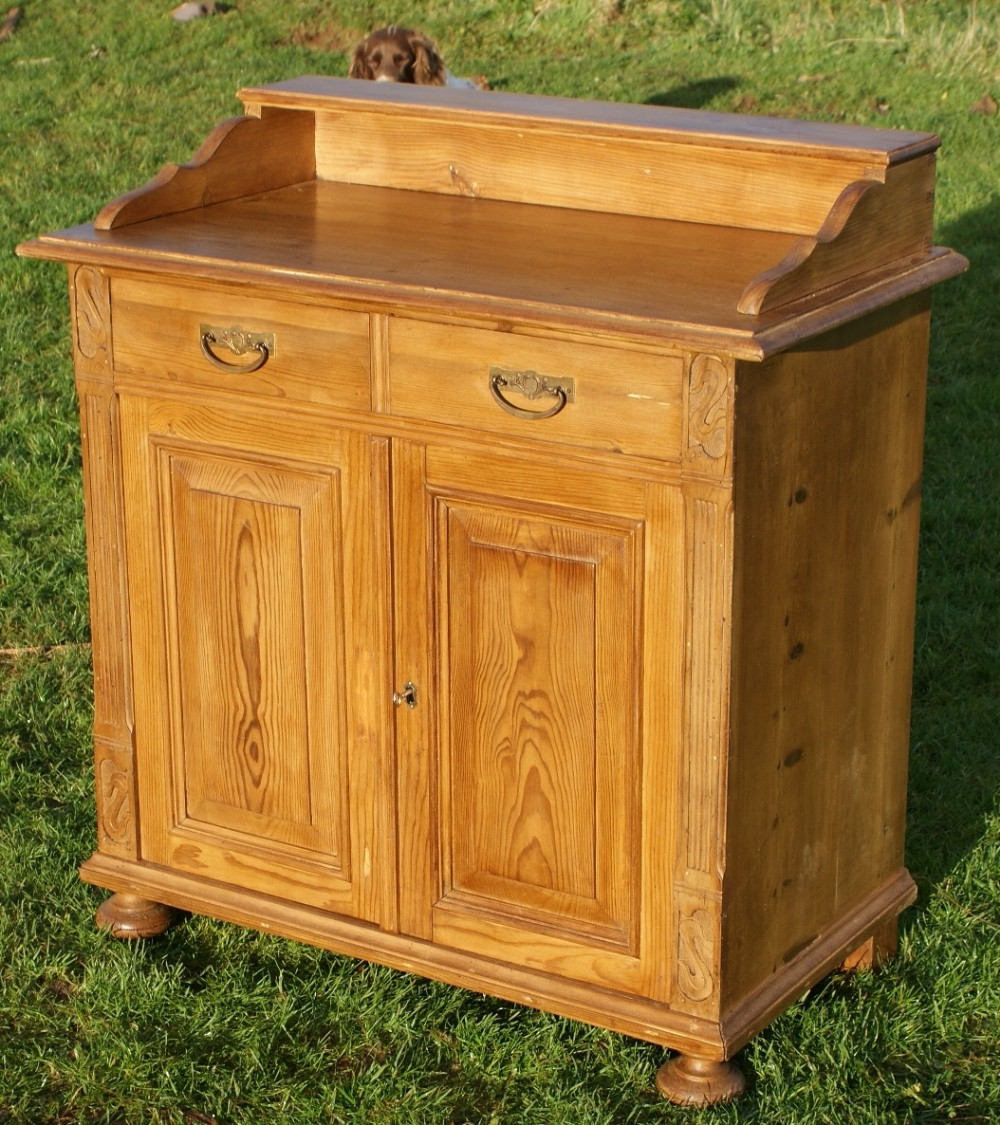 A pretty solid pine german sideboard cabinet 257196 for Sideboard pinie